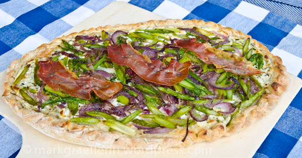 https://markgraeflerin.files.wordpress.com/2012/05/spargelflammkuchen-gebacken.jpg?w=600&h=315