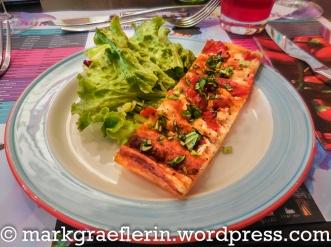 Vorspeise: Quiche mit Ziegenkäse, Tomate und Basilikum